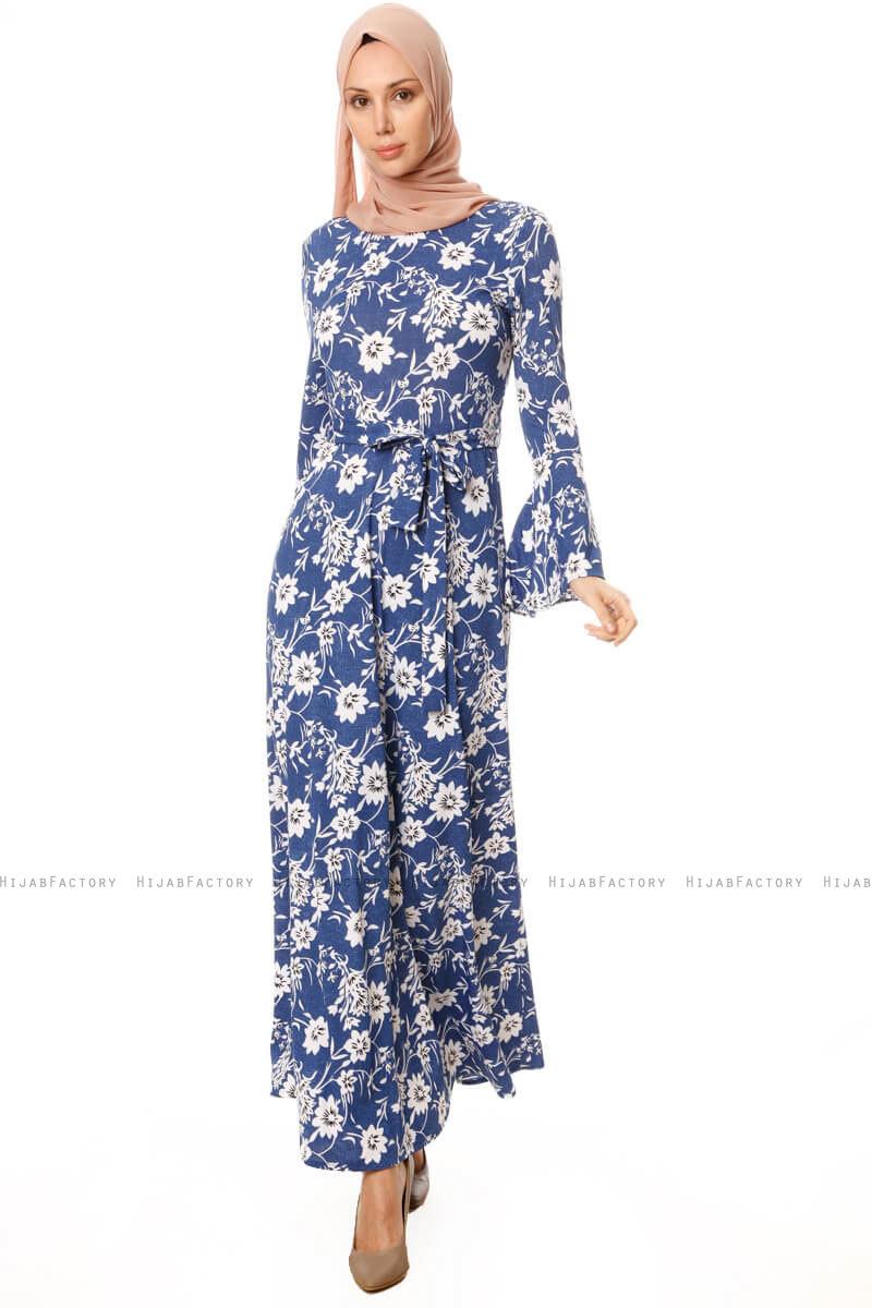 9b2b35328213 Turna - Blå Blommig Klänning - Hijabfactory.se
